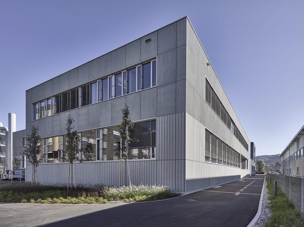 Ansicht Hauptgebäude der Anklin AG nach Umbau eines Gebäudes zum Firmensitz mit Verwaltung und Produktion