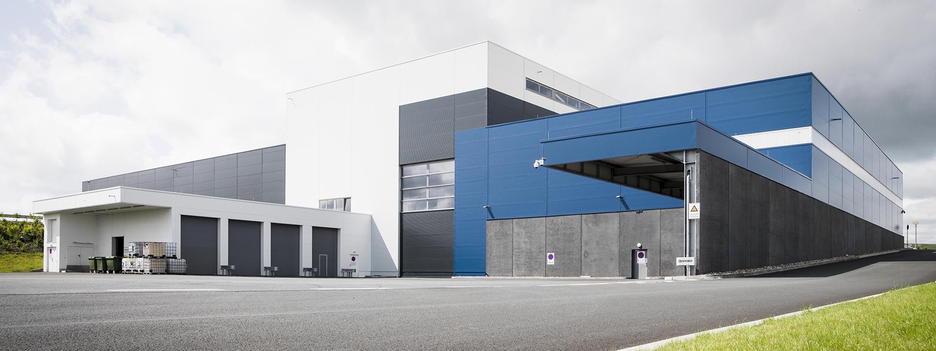 Aussenansicht des Neubaus eines Druckzentrums für Rhein Zeitung