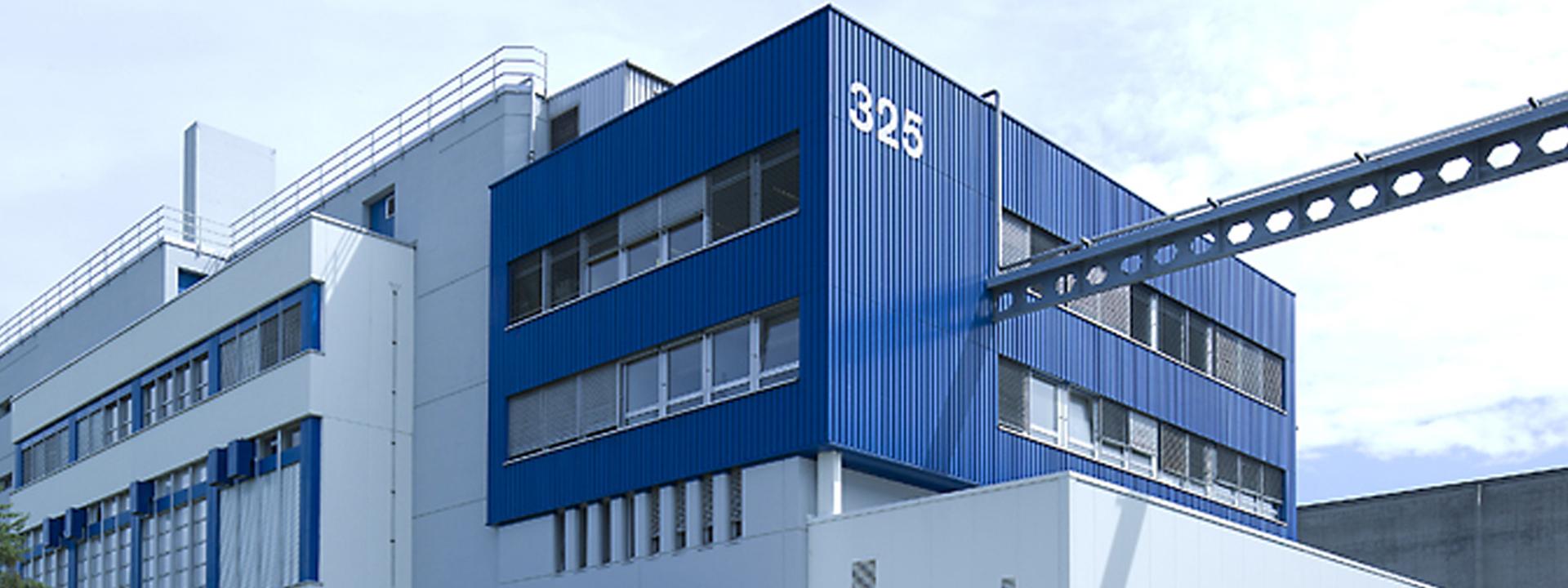 Aussenansicht des DSM Standorts mit Betriebs- und Zonenkonzept von IE Life Science