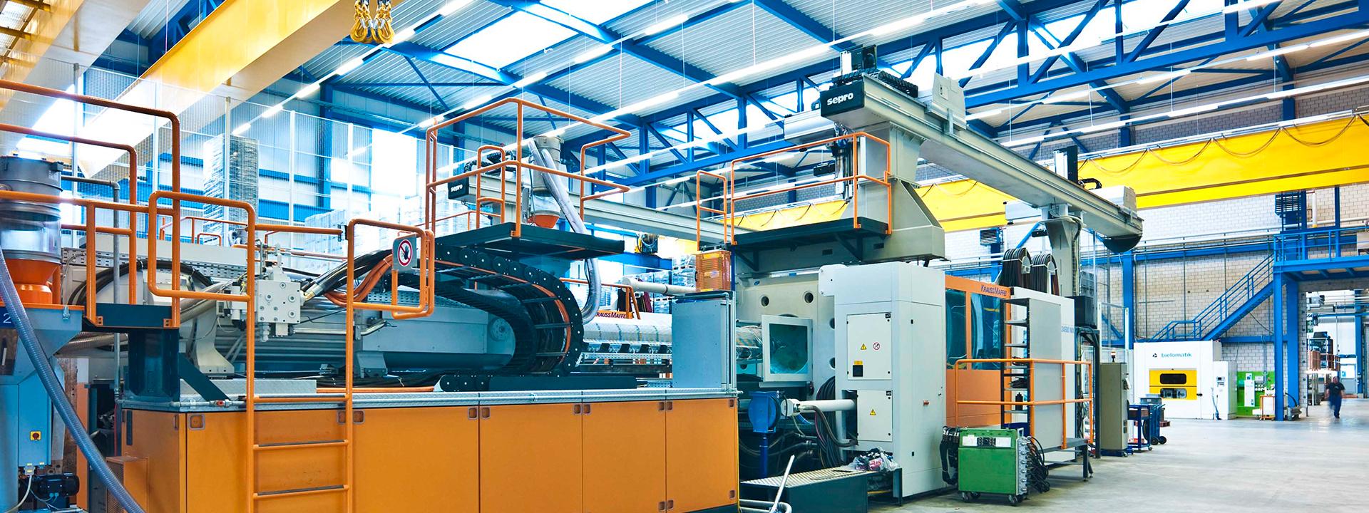 Ansicht Produktionshalle bei Umgestaltung der Kunststoffproduktion durch einen Masterplan bei Georg UTZ AG durch IE Plast