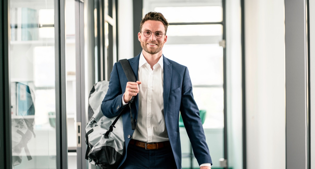 Name: Fabian KochHobbysegler und Betriebsplaner / Leiter Digitalisierung und Automatisierung bei der IE Group