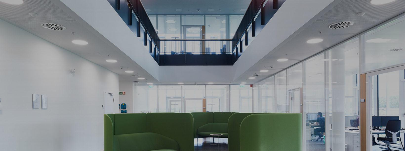 Innenansicht des Bürogebäudes bei Ypsomed