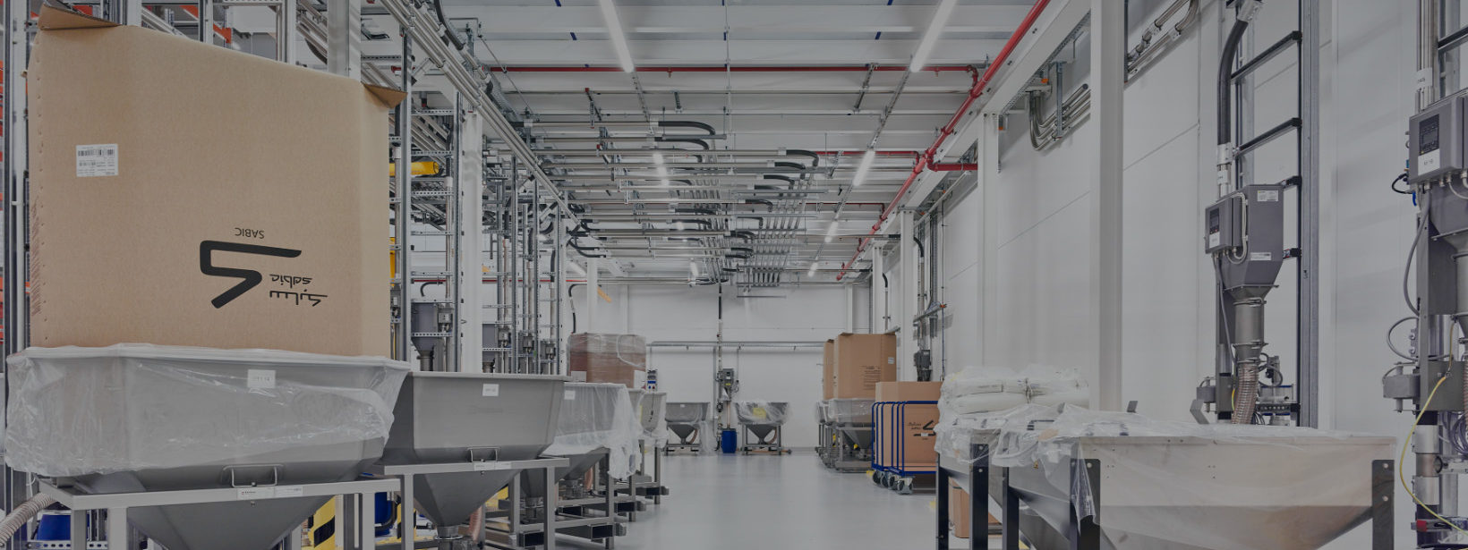 Innenansicht einer IE-Produktionshalle bei Ypsomed