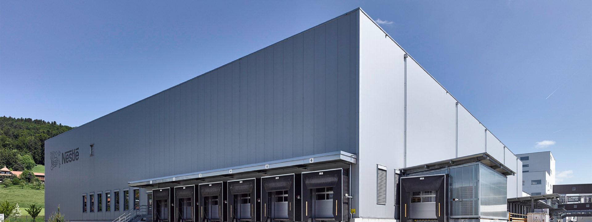 Außenansicht eines eines Industriebaus durch IE Group